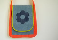 Color Block Messenger Bag | Sew Mama Sew | Outstanding sewing, quilting, and needlework tutorials since 2005.