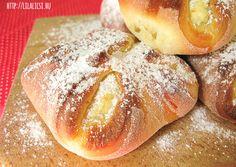 Túrós táska / Túrós batyu : Quark pastry Another must have breakfast pastry. Hungarian Recipes, Hungarian Food, Bread, Desserts, Pizza, Breakfast, Tailgate Desserts, Morning Coffee, Deserts
