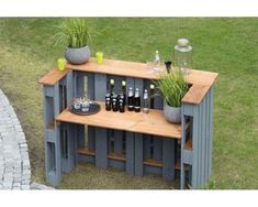 Palettenbartisch Holz grau Palette table wood gray Related posts: DIY Copper Pipe and Wood Slice Side Table Elegant Wood Pallet Bar Shelve Desks that Convert to Table for our Tiny House on Wheels (Ana White) Closed Wood Plans Toys