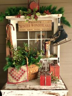 51 DIY Rustic Christmas Project For Best Christmas Ideas. The project is straightforward and you get a rustic accent together with an specific functional decor item. Christmas Booth, Prim Christmas, Diy Christmas Ornaments, Outdoor Christmas, Christmas Design, Christmas Projects, Vintage Christmas, Christmas Holidays, Christmas Ideas