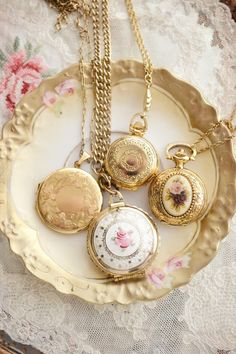 Raindrops and Roses Cute Jewelry, Vintage Jewelry, Jewelry Accessories, Princess Aesthetic, Fantasy Jewelry, Jewel Box, Vintage Vibes, Girly Things, Pink And Gold