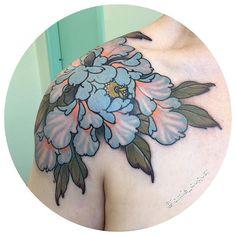 Search inspiration for a Japanese tattoo. 1 Tattoo, Piercing Tattoo, Tattoo Drawings, Tattoo Fleur, Piercings, Japanese Peony Tattoo, Japanese Tattoo Designs, Sexy Tattoos, Body Art Tattoos