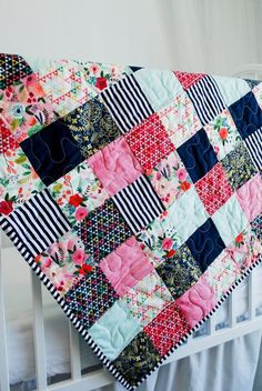 Blumen Patchwork Baby Quilt Boho Floral Baby Quilt Neugeborenen - Handmade for Babies - TSH Group Board Quilt Baby, Baby Patchwork Quilt, Patchwork Quilt Patterns, Floral Quilts, Crazy Patchwork, History Of Quilting, Girls Quilts, Owl Quilts, Baby Girl Quilts