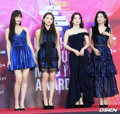 200130 Red Velvet at Seoul Music Awards Red Carpet. Blackpink Fashion, Star Fashion, Fashion Outfits, Fashion Design, Velvet Fashion, Red Carpet Fashion, Stage Outfits, Kpop Outfits, Seulgi