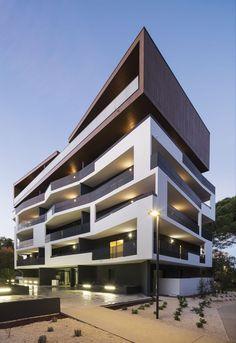 32 Housing  / MDR Architectes