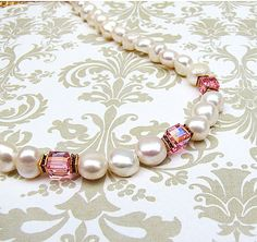 Romantic white pearl necklace with pink crystal