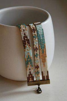 off loom beading techniques Loom Bracelet Patterns, Beaded Bracelets Tutorial, Bead Loom Bracelets, Bead Loom Patterns, Jewelry Patterns, Beading Patterns, Beaded Hat Bands, Bead Loom Designs, Beaded Jewelry
