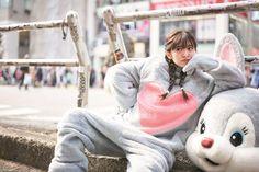 女性ファッション誌「Ray(レイ)」(主婦の友社)の専属モデルで、12日にアイドルグループ「℃-ute(キュート)」を解散した鈴木愛理さんのスタイルブック「あ...