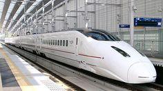 Comboio Shinkansen, série 800 (Tsubame), entre estações Shin e Minamata. JR Kyushu. Fotografia: MK Products.  – Wikipédia, a enciclopédia livre.
