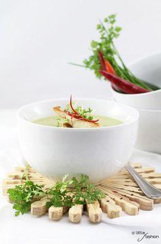 Kohlrabi-Kräuter-Suppe mit Zander-Filet