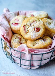 Rezept für saftige Rhabarber Muffins - schnell und einfach, sehr saftig! waseigenes.com #Rhabarber Sweet And Salty, Diy Food, Doughnut, Cupcakes, Breakfast, Desserts, Rhubarb Muffins, Small Cake, Food And Drinks