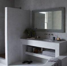 esempio di piano lavabo MA con lavabo a ciotola, rubinetto a parete + microcemento alle pareti