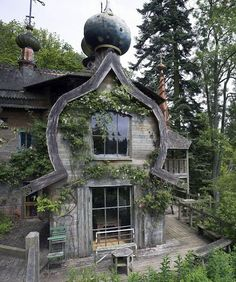 lauradivenereinteriors: Russian Design: Dachas to Deco Old Buildings, Abandoned Buildings, Abandoned Places, Abandoned Mansions, Beautiful Buildings, Beautiful Homes, Beautiful Places, Storybook Homes, Through The Looking Glass