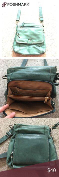 🗝Fossil 1954 75082 green leather cross body cute Really nice fossil leather Crossbody messenger style purse in a light green color has a side zipper pocket that has plenty of room for a lot of credit cards and money etc. has another side zipper pocket as well as an inside place for a phone has it inside zippered pocket as well and a place to put your wallet very nice bag see photos for details adjustable strap non-smoking home fast delivery at an excellent price all it needs is a good…
