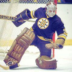 Gerry Cheevers and his famous mask. Hockey Shot, Women's Hockey, Hockey Games, Hockey Stuff, Baseball, Nhl, Boston Bruins Goalies, Hockey Hall Of Fame, Hockey Pictures