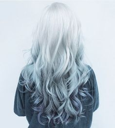 Spring is just around the corner, so don't you think it's time for a hair color change? The wealth of options is endless. This season, purple balayage is in Purple Balayage, Ombre Highlights, Hair Color Purple, Purple Ombre, Purple Grey, Silver Purple Hair, Grey Ombre, Teal Orange, Grey Hair With Purple Tips