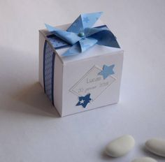 Box dragees baptism, communion boy - windmill and stars - blue Envelope, Diy Origami, Pinwheels, Gender Reveal, Party Favors, Confetti, Packaging, Gift Wrapping, Place Card Holders