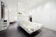 il letto : Camera da letto minimalista di 23bassi