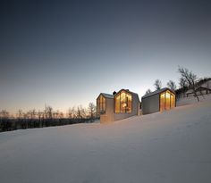 Holiday Home - Mountain Lodge in Geilo, Havsdalen, Norway. Reiulf Ramstad Arkitekter designed this beautiful mountain lodge located near the village Geilo, Contemporary Cabin, Contemporary Architecture, Contemporary Design, Mountain Cottage, Mountain View, Modern Wooden House, Modern Barn, Stations De Ski, Cabinet D Architecture