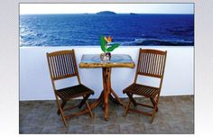 Vesleme || Just steps from the beach, the family-run Vesleme is located in the area of Pachena in Milos. Its rooms and studios offer free WiFi and a mosaic-tiled balcony with unlimited views of the Aegean Sea.
