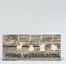 Weihnachtskarte: Rustikale weihnachtsliche Anhänger auf Holz