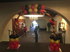 Making a new style of Balloon Arch. Amy has us working outside the box!