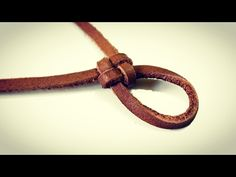 How to make a friendship knot with leather step by step. Diy Leather - Como hacer un nudo de la amistad con cuero paso a paso. Diy Leather – You - Jewelry Knots, Jewelry Crafts, Beaded Jewelry, Jewelry Making Tutorials, Jewelry Making Supplies, Leather Jewelry, Leather Craft, Leather Key, Friendship Knot