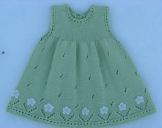 Vestido para niña, tejido con dos agплаььн Платье для девоски ujas, calado, con aplicaciones de flores tejidas a crochet, en el ruedo. Baby Knitting Patterns, Baby Dress Patterns, Knitting For Kids, Free Knitting, Knit Baby Dress, Knitted Baby Clothes, Baby Pullover, Diy Dress, Baby Girl Dresses