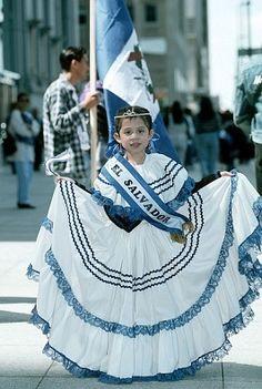 Estoy muy entusiasmada para comprar ropa tradicional.