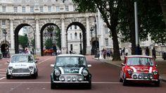 Súbete a un Mini Cooper con tu pareja y recorre la capital londinense como en la película The Italian Job. http://www.weplann.com/londres/mini-cooper-tour-parejas