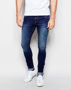Superenge Jeans von Pull&Bear Stretch-Denim Mittlere Waschung verdeckter Reißverschluss fünf Taschen superenge Passform Maschinenwäsche 98% Baumwolle, 2% Elastan unser Model trägt 32 Zoll/ 81 cm Normalgröße und ist 185,5 cm/ 6 Fuß 1 Zoll groß