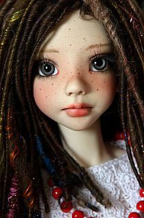 Love the dreads, her eyes and those freckles!