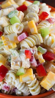 This would be easy to do with GF pasta. Sounds yummy and summery! Creamy Cheddar Pasta Salad with a simple dressing ~ is a fantastic side dish for a summer BBQ! It's versatile too – add in broccoli or any other veggies that you'd like! Think Food, I Love Food, Pasta Dishes, Food Dishes, Summer Salads, Summer Bbq, Summer Dishes, Side Dish Recipes, Soup And Salad