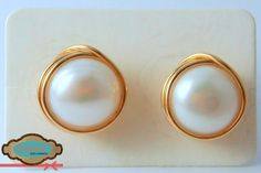 {Para las mas sencillas}Zarcillos de perlas cultivadas y base de oro laminado. #Earrings  -No disponible-