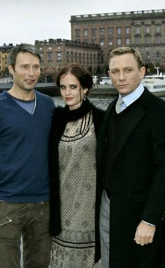 Eva Green with Mads Mikkelsen and Daniel Craig Eva Green Casino Royale, 007 Casino Royale, Daniel Graig, Best Bond, Audrey Tautou, Bond Girls, Casino Outfit, Sean Connery, Cinema
