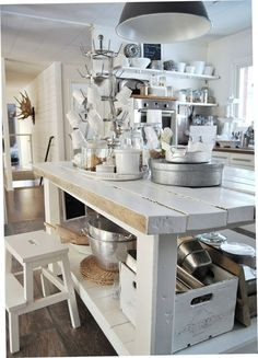 33 Neutral Kitchen Designs You'll Love - DigsDigs Cottage Kitchens, Home Kitchens, Kitchen Items, Kitchen Dining, Kitchen Island, Neutral Kitchen Designs, Cozinha Shabby Chic, Modern Floor Tiles, Antique Kitchen Decor