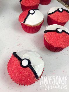 Poké Ball Cupcakes by Awesome with Sprinkles Pokémon birthday party food ideas Pokemon Themed Party, Pokemon Birthday Cake, Boy Birthday Cupcakes, Boys Bday Cakes, Boys Cupcakes, Mini Cupcakes, 6th Birthday Parties, 7th Birthday, Birthday Ideas