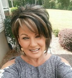 Hair Beauty - In the weeks to come the highlights will become silver/very. I'm so excited! Its a process! Short Hair With Layers, Short Hair Cuts, Haircut Trends 2017, Medium Hair Styles, Curly Hair Styles, Pretty Short Hair, Longer Pixie Haircut, Transition To Gray Hair, Mom Hairstyles