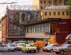 Улица Огарёва (Газетный переулок), сейчас здесь стоит огромное офисное здание и Макдональдс на первом этаже.