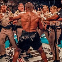 Mike Tyson Boxeo, Mike Tyson Training, Legendary Pictures, Best Funny Pictures, Combat Boxe, Boxing Posters, Tyson Fury, Anthony Joshua, Martial