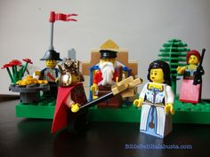 Telling the Purim story with LEGOs