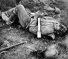 WW1, A Young German Soldier, stiffened in death. Sometimes whole schoolclasses enlisted together- and died together. The Langemark cemetry in Flanders, Belgium , holds the bodies of numerous German kid-soldiers. - greatwar.nl