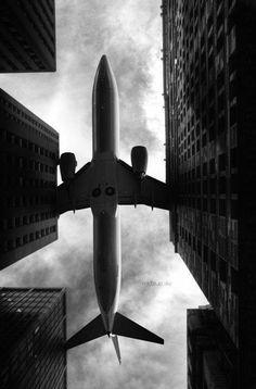 ✈️✈️A big bird between New York's skyscrapers. #thenewyorknightlife