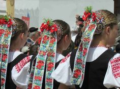 Trenčín - Kubrá in Slovakia Art Populaire, Beautiful Costumes, Folk Costume, Color Shapes, People Around The World, Folk Art, Culture, Traditional, Folklore