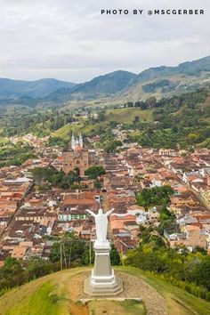 You plan to travel to Jerico, Antioquia and are looking for the best tips, tricks and things to do in Jerico Antioquia? Places Around The World, Travel Around The World, Around The Worlds, World Photography, Travel Photography, Places To Travel, Travel Destinations, Travel Guide, Travel Hacks