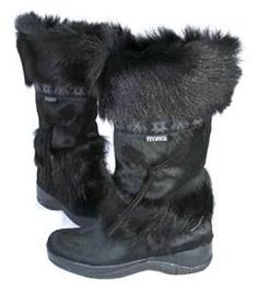 Black furry snow boots <3