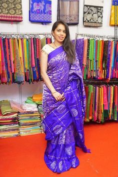 Indian Beauty Saree, Indian Sarees, Saree Blouse Designs, Blouse Styles, Fashion Blouses, Women's Fashion, Purple Saree, Simple Sarees, Saree Trends