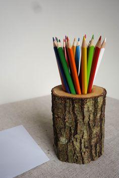 Oak pencil holder log desk organizer wood pencil holder Eiche-Stifthalter Protokoll-Schreibtisch-Organisator Holz The post Oak pencil holder log desk organizer wood pencil holder appeared first on Wood Diy. Wood Pen Holder, Pencil Holders, Wood Projects, Woodworking Projects, Wood Crafts, Diy And Crafts, Pot A Crayon, Creation Deco, Diy Holz