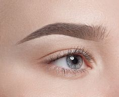 Dye Your Eyebrows Naturally With Henna. Try Harmless and efficient way to darken your eyebrows. This product is made with all natural ingredients. Darken Eyebrows, Henna Eyebrows, Tweezing Eyebrows, Threading Eyebrows, Eyebrow Tweezers, Perfect Brows, Perfect Makeup, Makeup Tips, Tatuajes