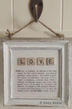 Maak zelf een cadeautje of accessoire voor in huis met Scrabble steentjes en een…